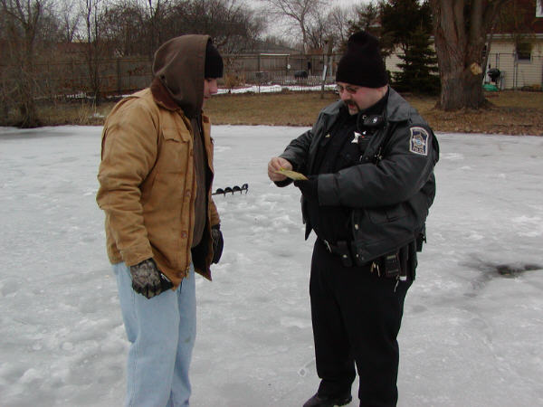 Ice fishing for Illinois fishing regulations